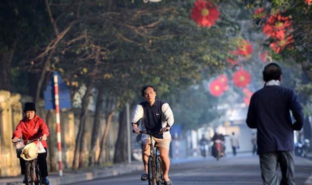 Thời tiết se lạnh như mùa đông ở Hà Nội kéo dài đến bao giờ? - Ảnh 1.