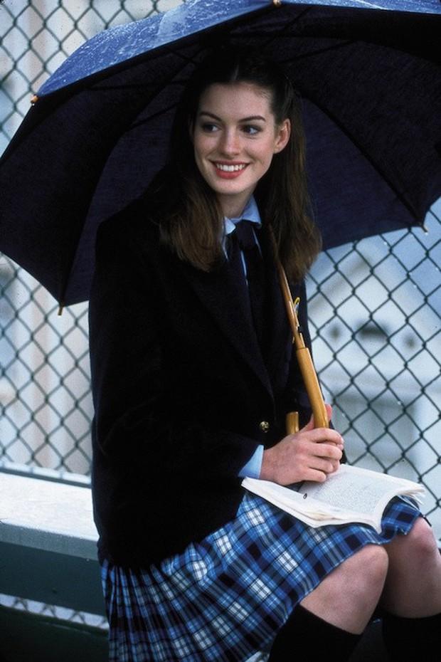 Nhìn lại vẻ đẹp nữ thần của công chúa Anne Hathaway trên màn ảnh - Ảnh 3.