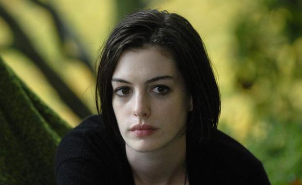 Nhìn lại vẻ đẹp nữ thần của công chúa Anne Hathaway trên màn ảnh - Ảnh 12.