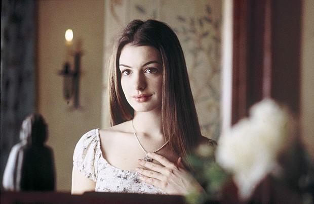 Nhìn lại vẻ đẹp nữ thần của công chúa Anne Hathaway trên màn ảnh - Ảnh 6.