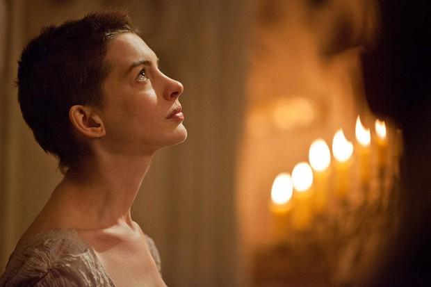 Nhìn lại vẻ đẹp nữ thần của công chúa Anne Hathaway trên màn ảnh - Ảnh 14.