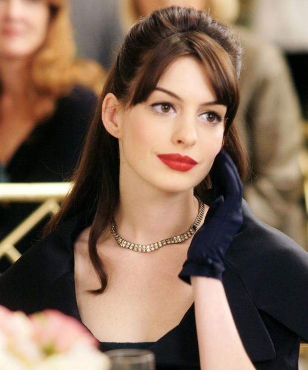 Nhìn lại vẻ đẹp nữ thần của công chúa Anne Hathaway trên màn ảnh - Ảnh 10.