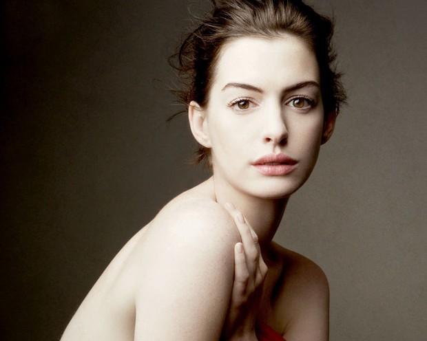 Nhìn lại vẻ đẹp nữ thần của công chúa Anne Hathaway trên màn ảnh - Ảnh 23.