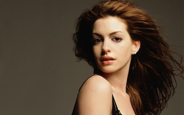 Nhìn lại vẻ đẹp nữ thần của công chúa Anne Hathaway trên màn ảnh - Ảnh 24.