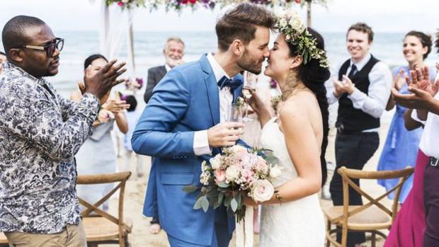 Cặp đôi tạo ra công ty bán quà cưới online lớn nhất nước Anh: Startup cùng bạn đời không khó, chỉ cần không nhìn mặt nhau ở công ty và tôn trọng chuyên môn của nhau! - Ảnh 2.
