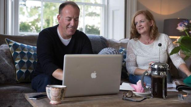 Cặp đôi tạo ra công ty bán quà cưới online lớn nhất nước Anh: Startup cùng bạn đời không khó, chỉ cần không nhìn mặt nhau ở công ty và tôn trọng chuyên môn của nhau! - Ảnh 4.