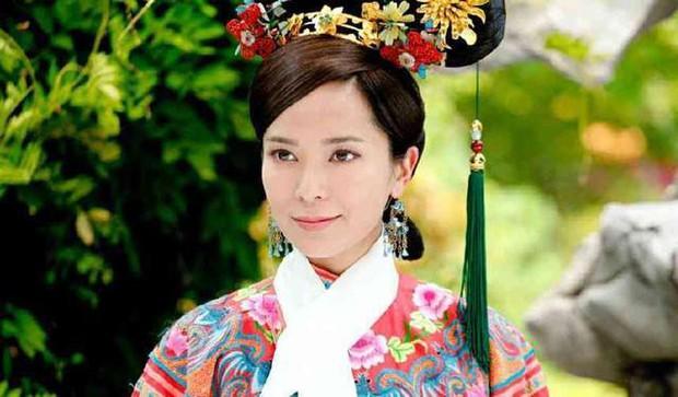 Trả lương bèo bọt như TVB: Xa Thi Mạn tháo chạy sang Trung Quốc, có người đổi nghề làm vệ sĩ cho Choi Si Won? - Ảnh 9.