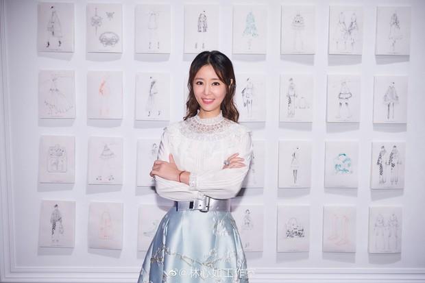 """Triệu Vy và Lâm Tâm Như xuất hiện trong 1 ngày: Cùng tuổi nhưng style quá khác và khiến chúng ta nhớ ngay đến """"Hoàn Châu Cách Cách"""" - Ảnh 10."""