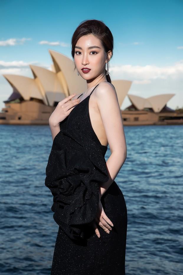Show mới nhất của Đỗ Mạnh Cường tại Úc: Hà Tăng kín như bưng vẫn đẹp ngút trời, Mỹ Linh và Tiểu Vy trông đều khác lạ - Ảnh 5.