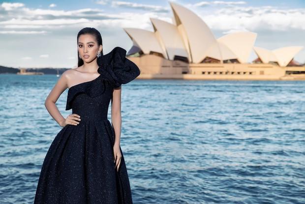 Show mới nhất của Đỗ Mạnh Cường tại Úc: Hà Tăng kín như bưng vẫn đẹp ngút trời, Mỹ Linh và Tiểu Vy trông đều khác lạ - Ảnh 8.