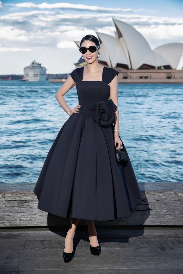 Show mới nhất của Đỗ Mạnh Cường tại Úc: Hà Tăng kín như bưng vẫn đẹp ngút trời, Mỹ Linh và Tiểu Vy trông đều khác lạ - Ảnh 16.
