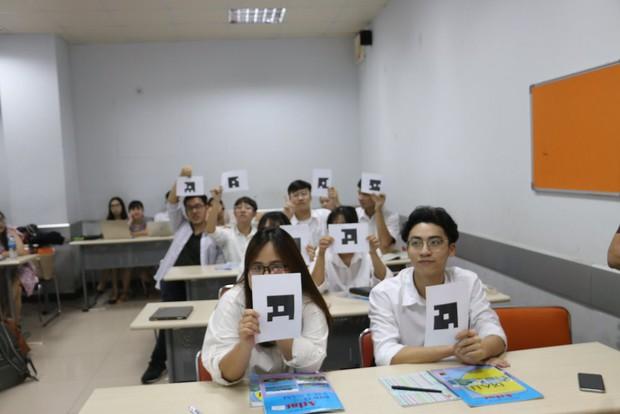 Trường cấp 3 áp dụng hình thức kiểm tra bài cũ bằng công nghệ quét đáp án, có kết quả nhanh như 1 cái búng tay của Thanos - Ảnh 2.