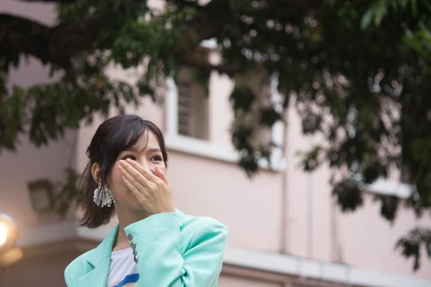 """Stand By Star: Min lần đầu trình diễn hit """"Đừng yêu nữa, em mệt rồi"""", bật khóc trước tình cảm của người hâm mộ - Ảnh 4."""