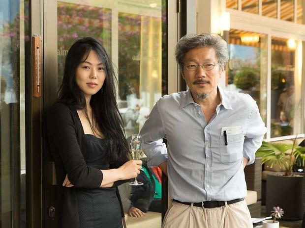 Kim Min Hee và đạo diễn già Hong Sang Soo: Cặp đôi ngoại tình bị nước Hàn ghét bỏ tự làm phim khóc cuộc tình mình? - Ảnh 1.