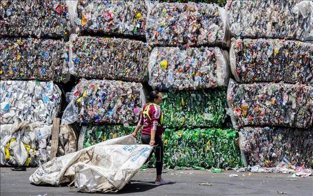 LHQ nhất trí sửa đổi Công ước Basel nhằm siết chặt quản lý hoạt động buôn bán rác thải nhựa  - Ảnh 1.