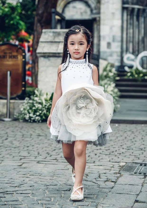 Nhan sắc đời thường trong trẻo của cô bé vừa đăng quang Hoa hậu Hoàn vũ nhí thế giới 2019 - Ảnh 4.