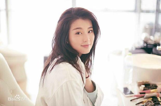 """Kiều Hân """"bạn gái Dương Dương"""": Từ tiểu thơ dịu dàng trong Hoan Lạc Tụng tới Rich Kid Thượng Hải - Ảnh 6."""