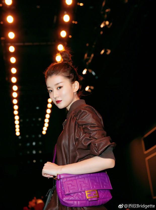 """Kiều Hân """"bạn gái Dương Dương"""": Từ tiểu thơ dịu dàng trong Hoan Lạc Tụng tới Rich Kid Thượng Hải - Ảnh 7."""