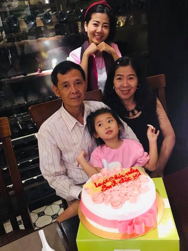 Mai Phương hạnh phúc khoe con gái 5 tuổi đã cực tâm lý, biết tặng hoa trong Ngày của mẹ - Ảnh 3.