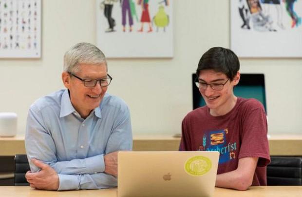"""CEO Tim Cook: """"Tôi không nghĩ bằng đại học 4 năm là đủ để viết code giỏi"""" - Ảnh 1."""