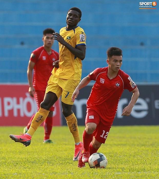 Phạm Xuân Mạnh trở lại, thi đấu căng sức trong trận SLNA gặp Hải Phòng - Ảnh 7.