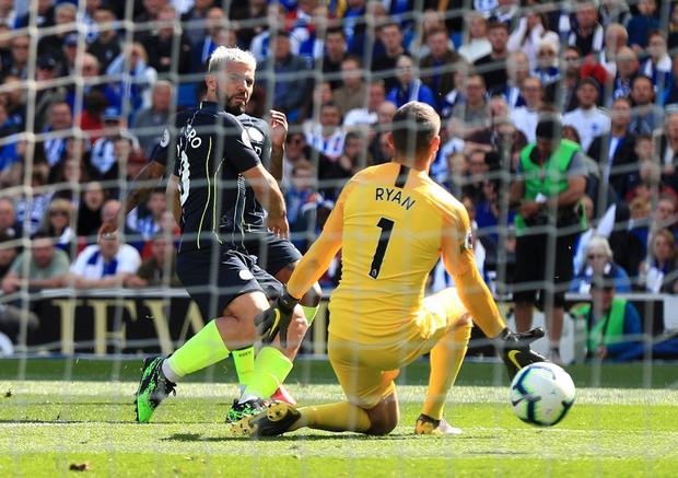 Brighton 1-4 Man City: Thắng đậm lượt trận cuối, Man City chính thức giành chức vô địch Ngoại hạng Anh 2018/2019 - Ảnh 2.