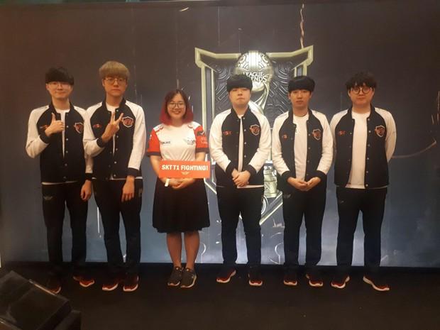 Fan Việt thỏa ước mơ chụp ảnh cùng Faker trong ngày thi đấu thứ 3 vòng bảng MSI - Ảnh 9.