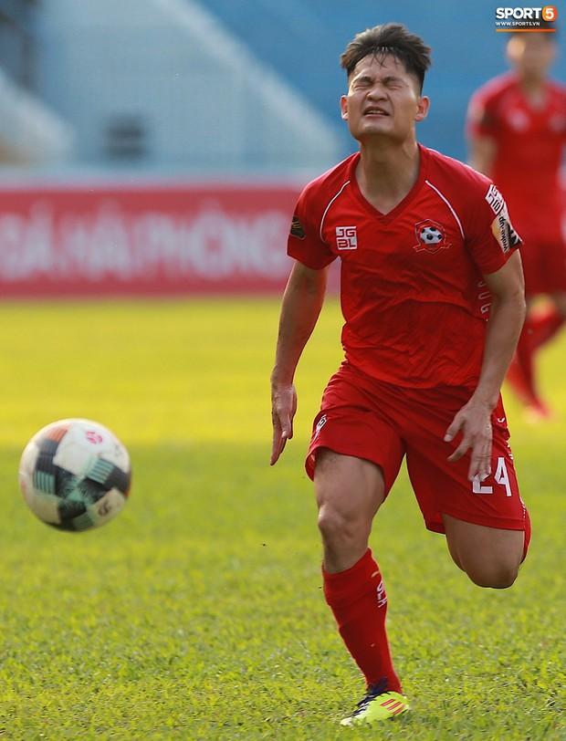 Phạm Xuân Mạnh trở lại, thi đấu căng sức trong trận SLNA gặp Hải Phòng - Ảnh 6.