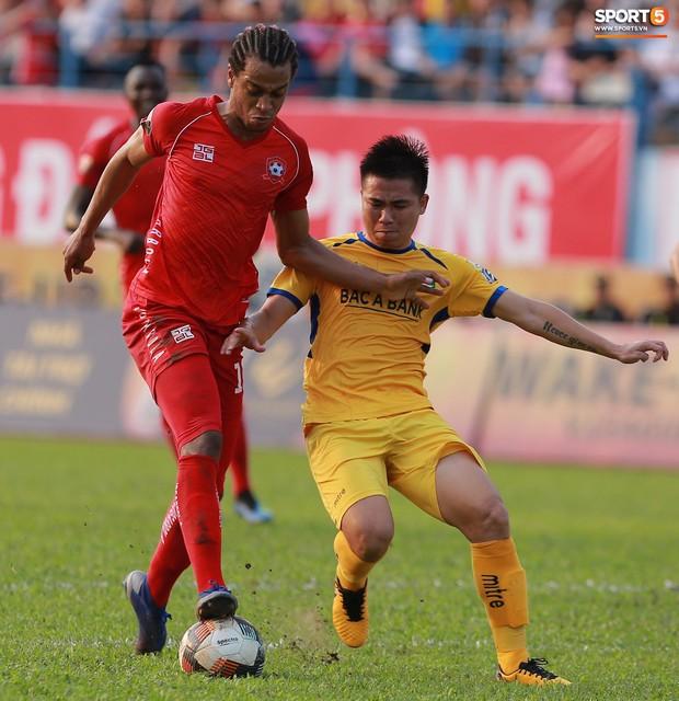 Phạm Xuân Mạnh trở lại, thi đấu căng sức trong trận SLNA gặp Hải Phòng - Ảnh 5.