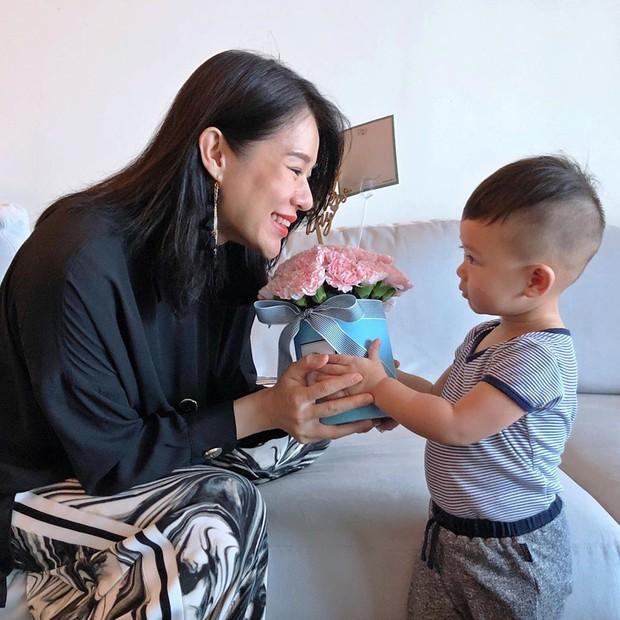 Lâm Tâm Như được tặng món quà đặc biệt, Phạm Băng Băng cùng dàn sao khoe khéo mẹ trẻ đẹp trong Ngày Của Mẹ - Ảnh 4.
