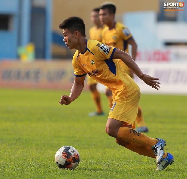 Phạm Xuân Mạnh trở lại, thi đấu căng sức trong trận SLNA gặp Hải Phòng - Ảnh 3.