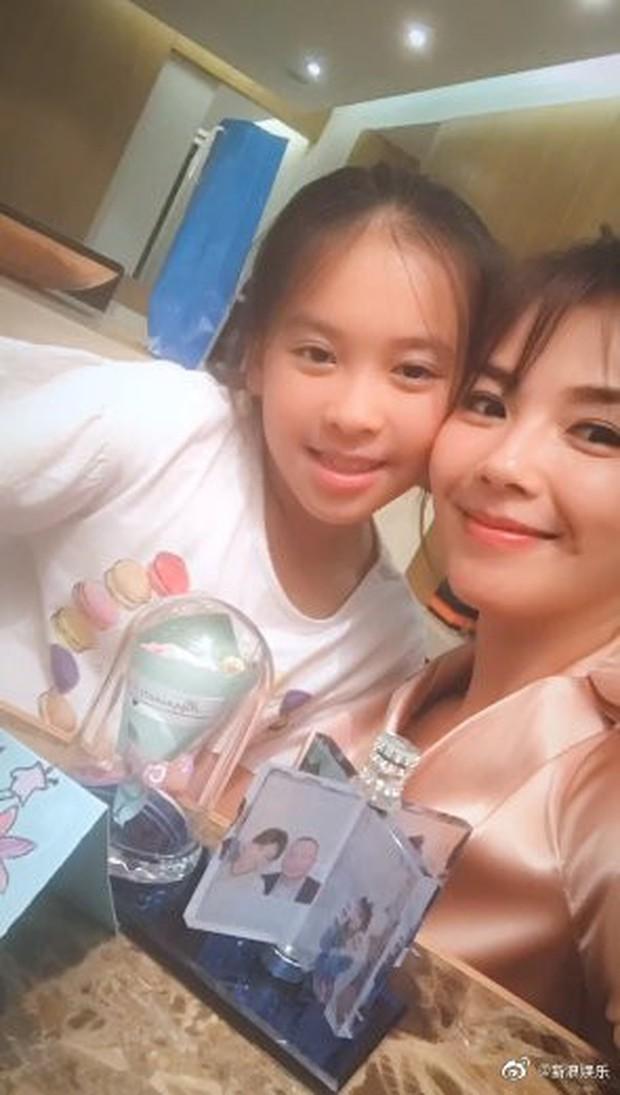 Lâm Tâm Như được tặng món quà đặc biệt, Phạm Băng Băng cùng dàn sao khoe khéo mẹ trẻ đẹp trong Ngày Của Mẹ - Ảnh 8.