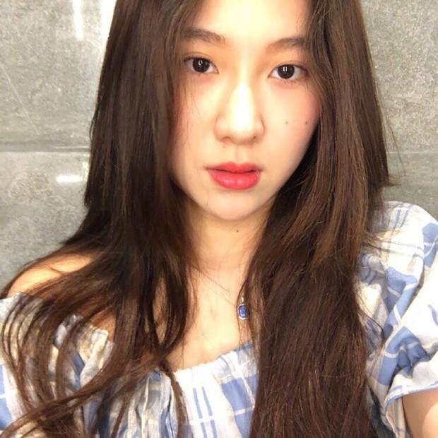 Nữ ca sĩ nhà JYP vướng tranh cãi thái độ do sẵn sàng từ mặt fan chỉ vì câu hỏi liên quan đến bài hát mới - Ảnh 2.