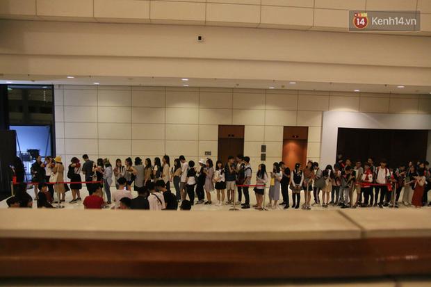 Fan Việt thỏa ước mơ chụp ảnh cùng Faker trong ngày thi đấu thứ 3 vòng bảng MSI - Ảnh 2.