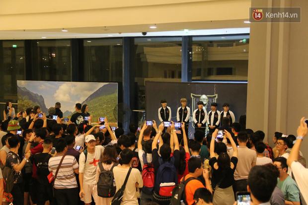Fan Việt thỏa ước mơ chụp ảnh cùng Faker trong ngày thi đấu thứ 3 vòng bảng MSI - Ảnh 7.