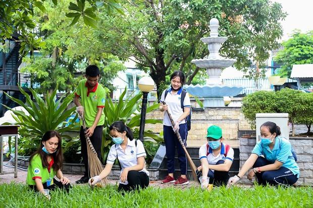 Một trường ĐH tại TP.HCM cấm sinh viên dùng ống hút và ly nhựa - Ảnh 1.