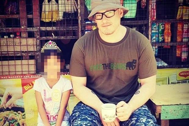 Tội phạm ấu dâm người Anh tới Việt Nam sống sau khi ra tù gây phẫn nộ dư luận - Ảnh 2.