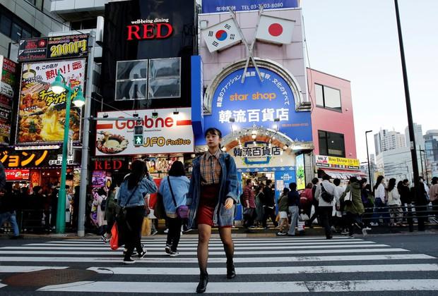 Đột nhập lớp học như tù biệt giam tại Nhật: Hàng chục thiếu nữ chi 70 triệu/tháng, học 20h/ngày để thành idol - Ảnh 13.