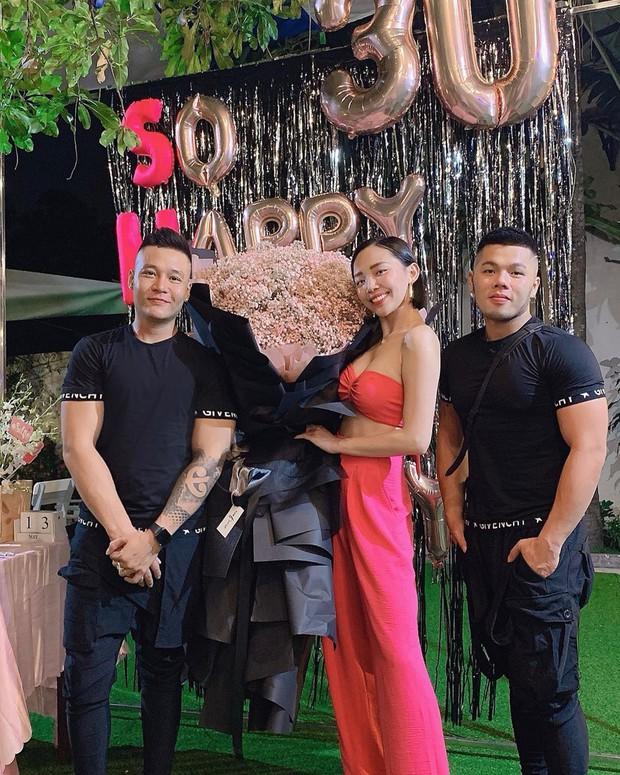 Tóc Tiên mở tiệc All pink cùng hội hot girl đình đám, chính thức gia nhập hội mỹ nhân chạm ngõ 30 của Vbiz - Ảnh 3.