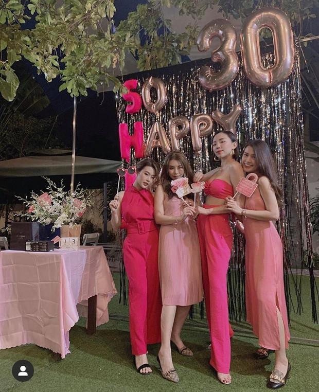 Tóc Tiên mở tiệc All pink cùng hội hot girl đình đám, chính thức gia nhập hội mỹ nhân chạm ngõ 30 của Vbiz - Ảnh 2.