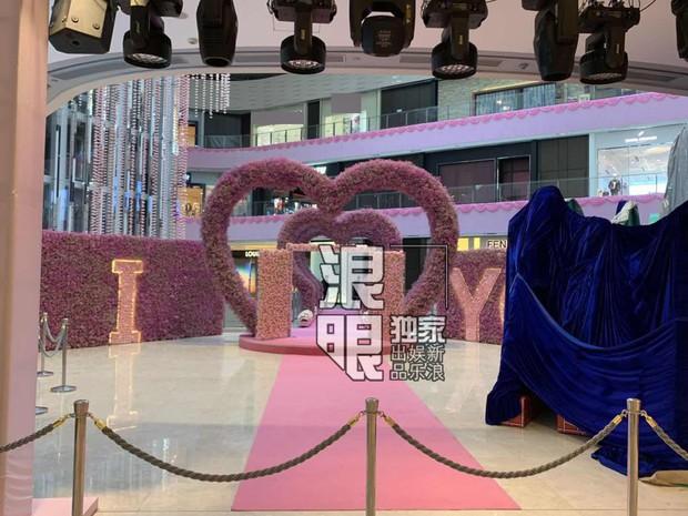 Hé lộ quang cảnh 99,999 đoá hồng thiếu gia trùm sòng bạc Macau chuẩn bị cho màn cầu hôn chân dài Victorias Secret - Ảnh 5.