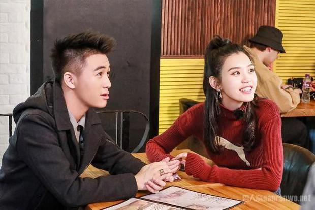 Hé lộ quang cảnh 99,999 đoá hồng thiếu gia trùm sòng bạc Macau chuẩn bị cho màn cầu hôn chân dài Victorias Secret - Ảnh 2.