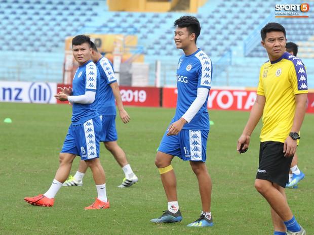 Quên đi chiếc thẻ đỏ cay đắng, Đình Trọng tập luyện hăng say chuẩn bị đối đầu Tampines Rovers ở AFC Cup - Ảnh 11.