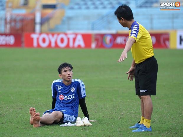 Quên đi chiếc thẻ đỏ cay đắng, Đình Trọng tập luyện hăng say chuẩn bị đối đầu Tampines Rovers ở AFC Cup - Ảnh 6.