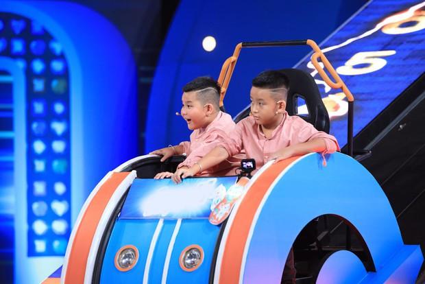 Nhanh như chớp nhí: Ốc Thanh Vân dắt tay cặp sinh đôi soái ca ẵm 100 triệu - Ảnh 2.