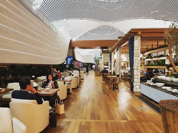 """Trầm trồ trước sân bay """"chịu chơi"""" nhất thế giới khi đầu tư hẳn cả phòng chờ sang chảnh chẳng kém khách sạn 5 sao - Ảnh 15."""