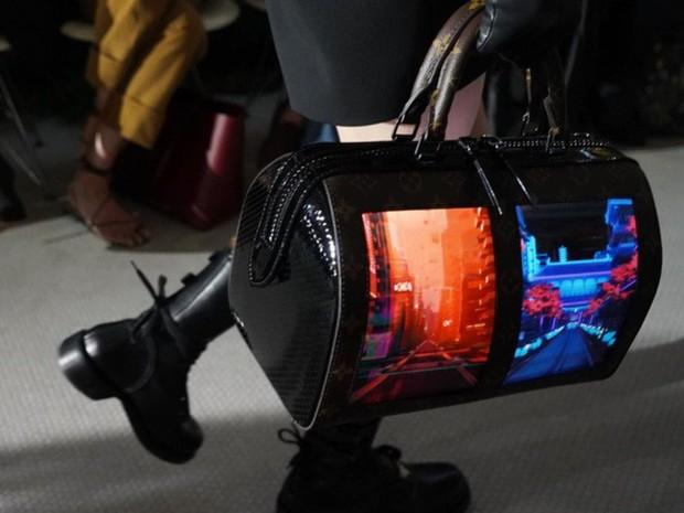 Đẳng cấp mới của Louis Vuitton: Tích hợp màn hình OLED vào túi xách, thời gian hiển thị tận 4 tiếng - Ảnh 2.
