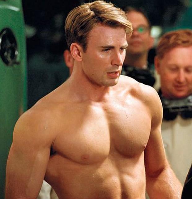 """Captain Chris Evans không chỉ sở hữu vòng 3 trứ danh mà còn khiến chị em phát cuồng vì vòng 1 ngồn ngộn đến """"bức tử"""" - Ảnh 10."""