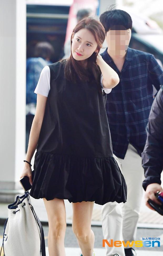Dàn trai xinh gái đẹp nhà SM đổ bộ sân bay: Yoona lộ chân cong như sắp gãy, Sehun như rich kid bên Chanyeol - Ảnh 3.