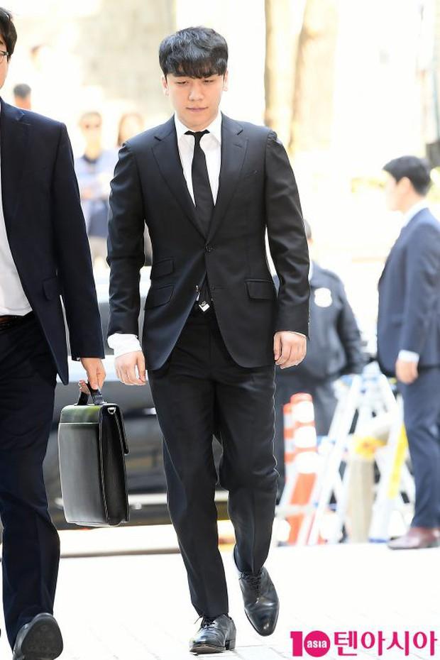 Seungri đã có mặt tại tòa để chờ lệnh bắt: Vẫn bình tĩnh dù cảnh sát xác nhận giữ bằng chứng mua dâm - Ảnh 1.